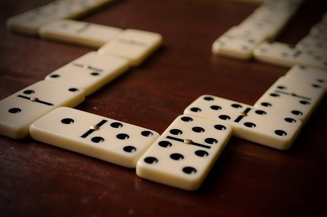 Vedeževanje iz domin